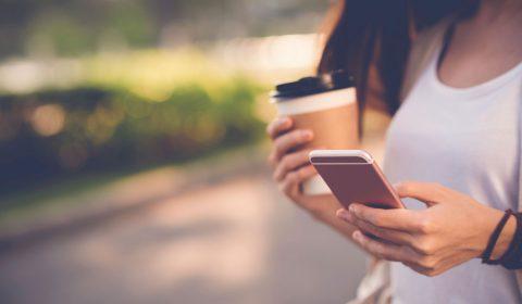 Las pantallas de los 'smartphone' pueden contener hasta seis tipos de bacterias